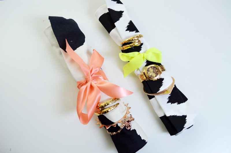 Come realizzare un rotolo porta gioielli da viaggio fai da te creativo - Portagioielli fai da te ...