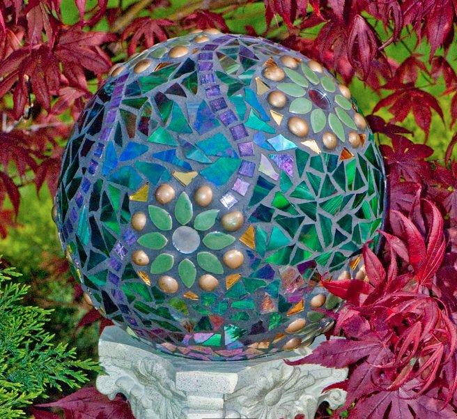 Decorare con il mosaico: 8 idee per il giardino