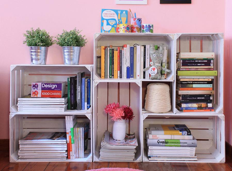 libreria fai da te con le cassette della frutta