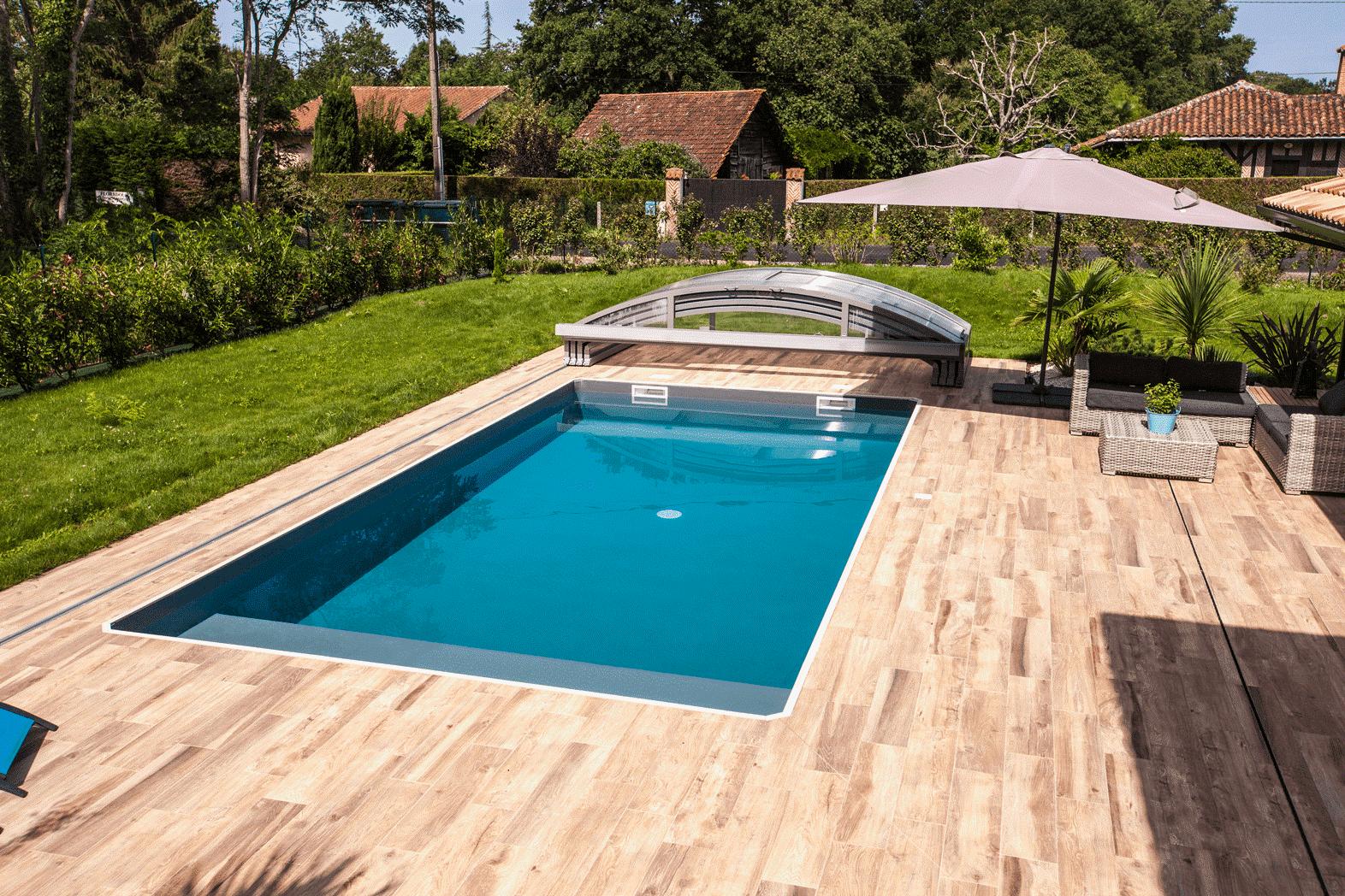 Piscina: come valorizzare la tua area relax con la giusta copertura