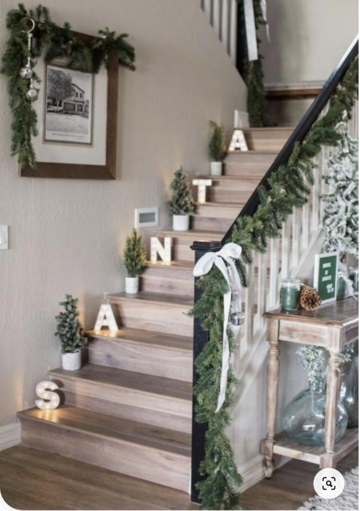 Gradini decorati con lettere luminose