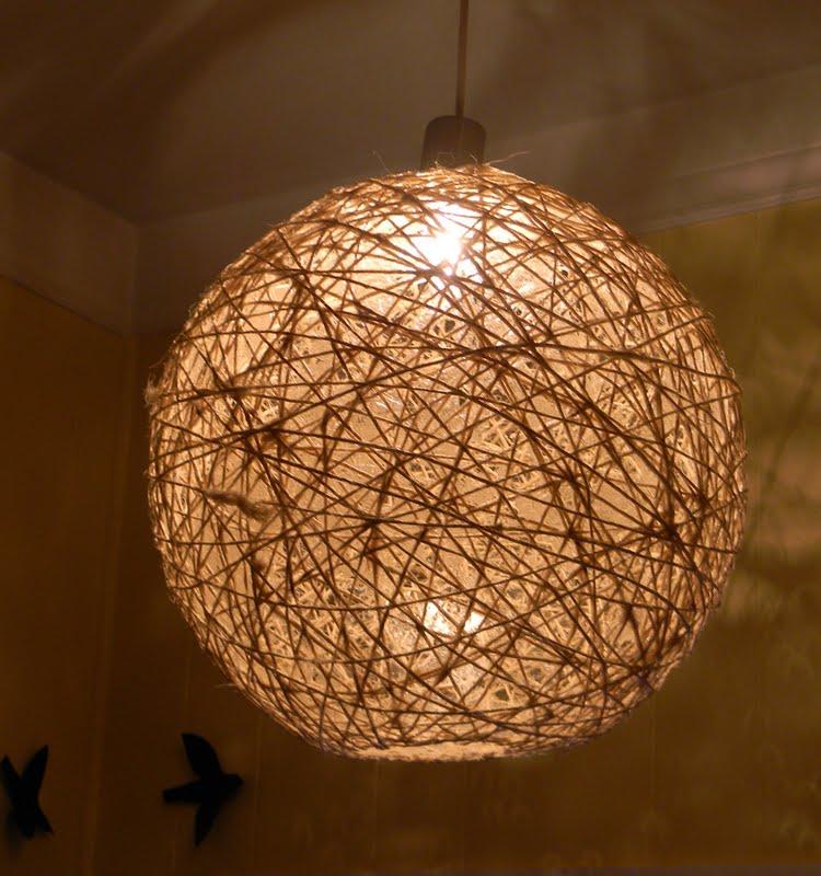 Lampadario alternativo realizzato con lo spago fai da te for Fai da te creazioni