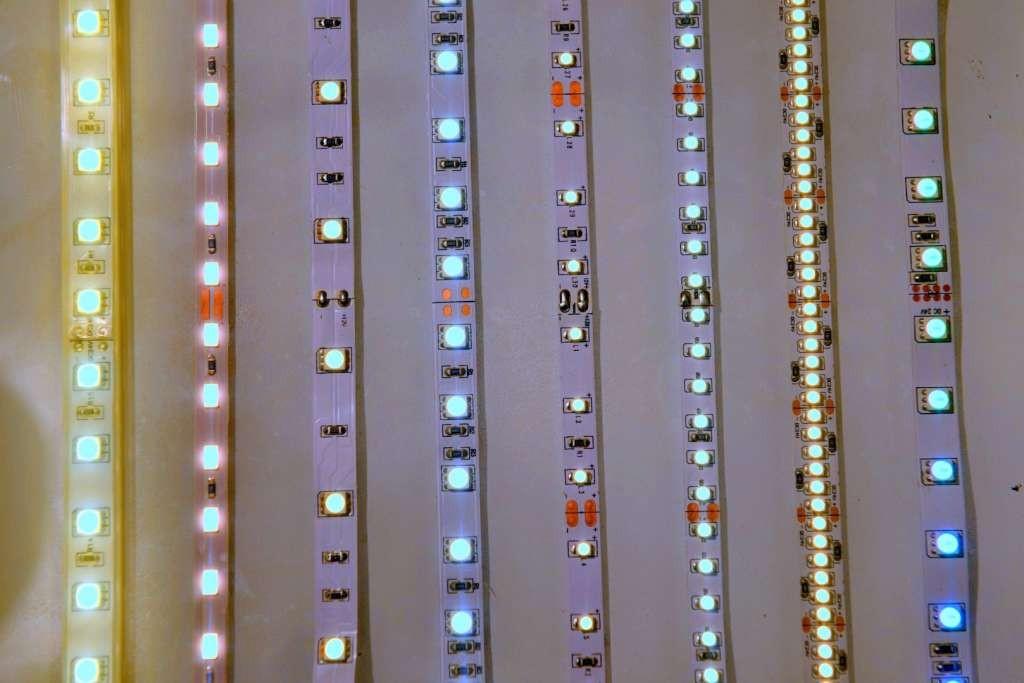 Strip-led_strisce-led-per-illuminare_la-foto-perfetta-dimensione-e-numero-chip-led_tonalità-di-colore_intensità-e-cri-1024x683